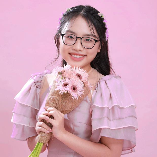 Phương Mỹ Chi: Cô bé sống ở nhà cấp 4 cùng gia đình 14 người, hát đám ma giá 100 nghìn đến sao nhí đổi đời sau giải tiền tỷ - Ảnh 2.