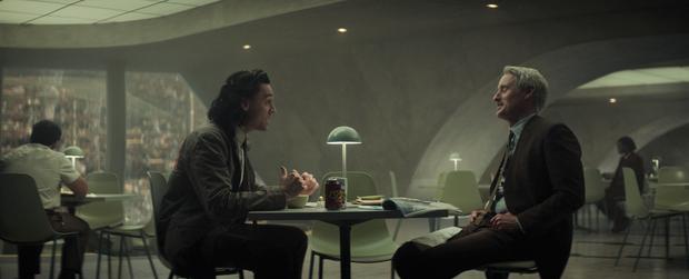 Loki tập 2 kết thúc chấn động: Loki bị hành ra bã, một nhân vật sừng sỏ của Marvel lần đầu xuất hiện! - Ảnh 7.