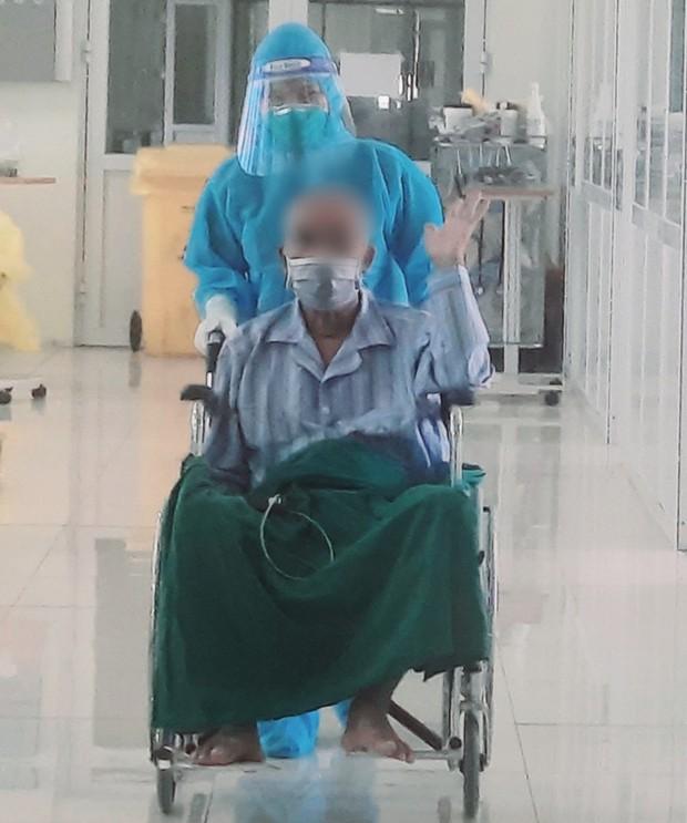 Bệnh nhân COVID-19 từng nguy kịch tại Bệnh viện Bệnh nhiệt đới Trung ương được xuất viện - Ảnh 1.