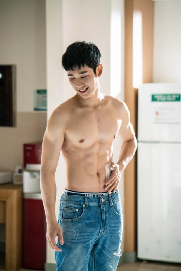 7 màn khoe body siêu mlem của nam thần màn ảnh Hàn, siêng cởi cỡ Park Seo Joon thì ai chịu cho nổi! - Ảnh 14.