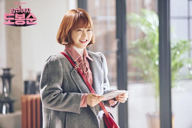 7 nhân vật phim Hàn fan muốn ở cùng nếu bị mắc kẹt trên hoang đảo: Bạn gái Song Joong Ki bất ngờ lọt top, hạng 1 khó ai tranh được với Son Ye Jin - Ảnh 6.