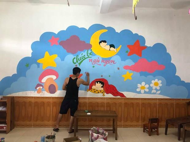 Đi cách ly tại trường mầm non, thầy giáo biến những bức tường bong tróc thành tranh vẽ đáng yêu hết nấc! - Ảnh 1.