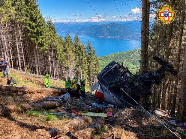 Hiện trường tan hoang sau tai nạn thảm khốc
