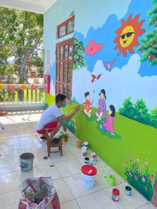 Đi cách ly tại trường mầm non, thầy giáo biến những bức tường bong tróc thành tranh vẽ đáng yêu hết nấc! - Ảnh 3.