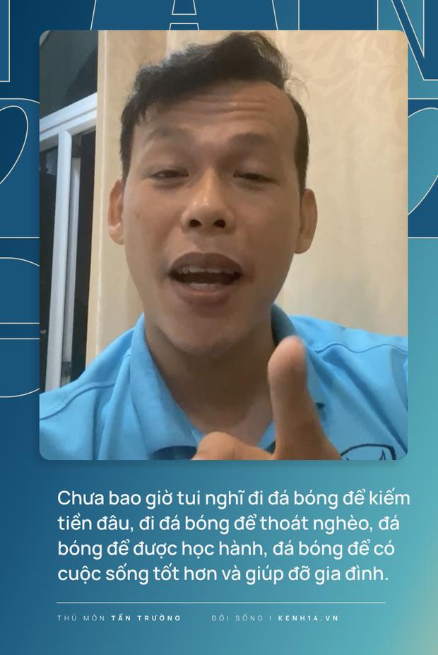 Tấn Trường trải lòng trên livestream: Tui đi đá bóng để thoát nghèo, đá bóng để được học hành, đá bóng để có cuộc sống tốt hơn và giúp đỡ gia đình - Ảnh 4.