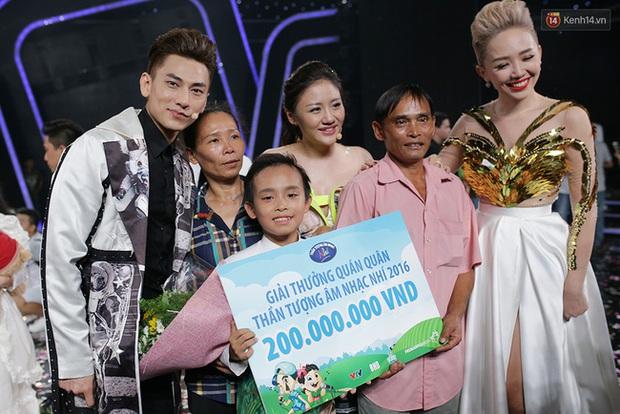 Cuộc sống đối lập của 2 Quán quân Vietnam Idol Kids: Hồ Văn Cường khó khăn thiếu thốn, Thiên Khôi tự chủ tài chính ở tuổi 16 - Ảnh 1.