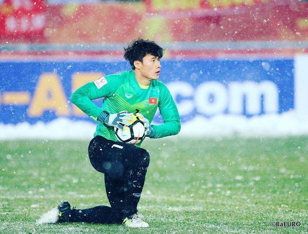 Phản ứng của 2 thủ môn nổi tiếng khi Việt Nam đá vòng loại: Văn Lâm đi comment khắp nơi, Bùi Tiến Dũng im hơi lặn mất tăm - Ảnh 7.