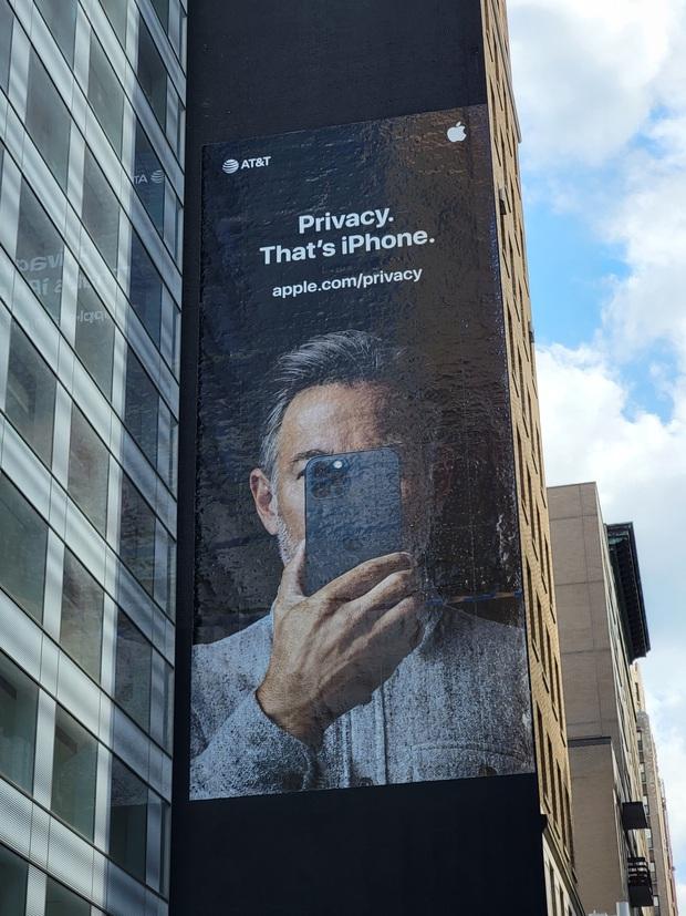 Apple tung chiêu marketing đi vào lòng đất, tưởng đơn giản mà hiệu quả, hoá ra lại khiến người dùng sôi máu thế này? - Ảnh 2.