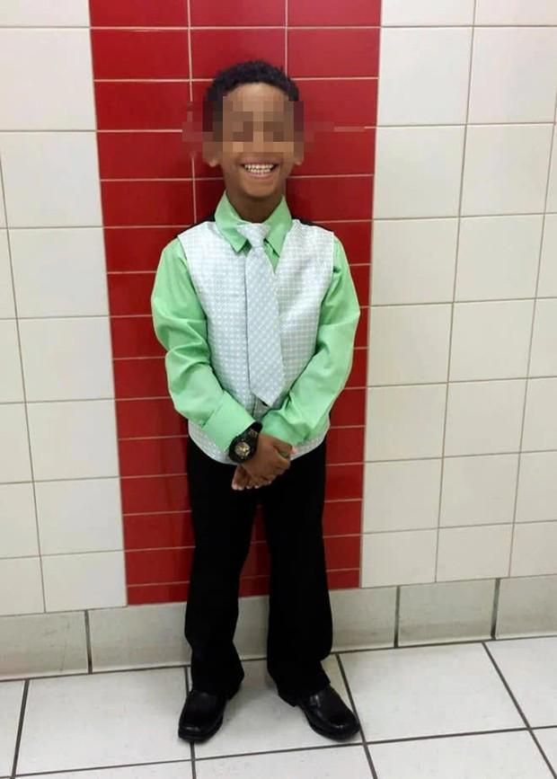 Cậu bé 8 tuổi bị bắt nạt trong 2 năm dẫn đến tự tử, nhà trường không nhận tội còn đòi trả gấp 58 tỷ để xí xóa - Ảnh 1.