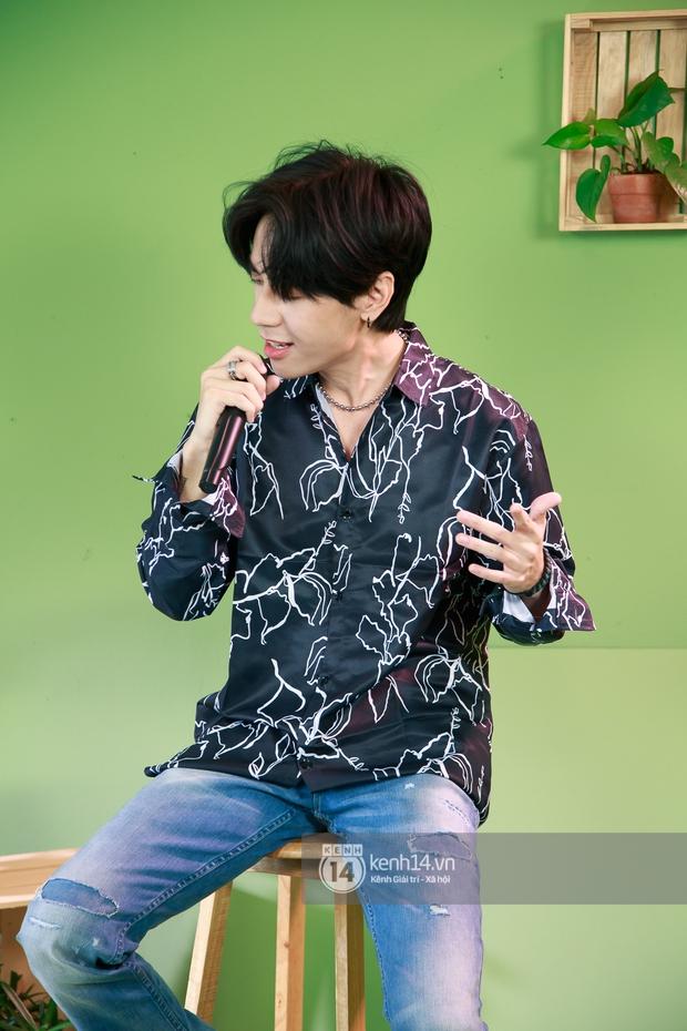 Quang Hùng MasterD thể hiện ca khúc mới ra lò tại HOT14 Live COUNTDOWN, fan Thái lập tức tràn vào nức nở - Ảnh 8.