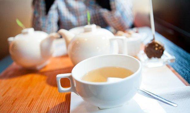 Người Nhật sống lâu nhờ uống trà nhưng có 3 thói quen uống trà không những không có lợi cho sức khỏe mà còn hại thận, nên tránh xa - Ảnh 2.
