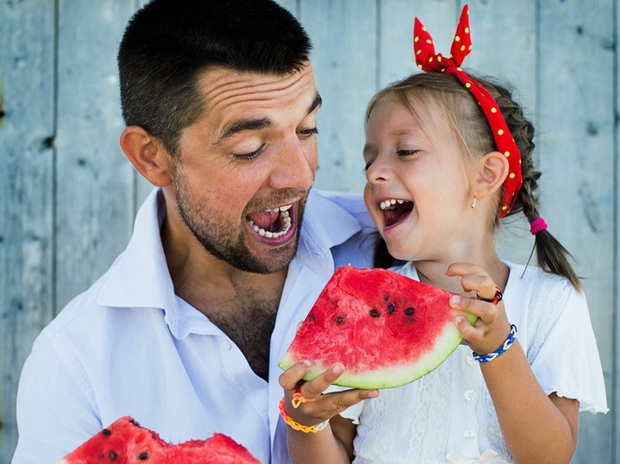Tưởng đơn giản nhưng ăn dưa hấu kiểu này có ngày thận kêu cứu - Ảnh 1.
