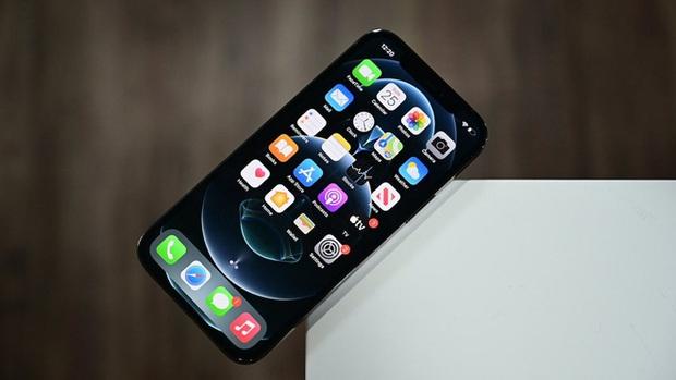 Mỹ xem xét dự luật cấm Apple cài sẵn các ứng dụng của mình trên iPhone - Ảnh 1.