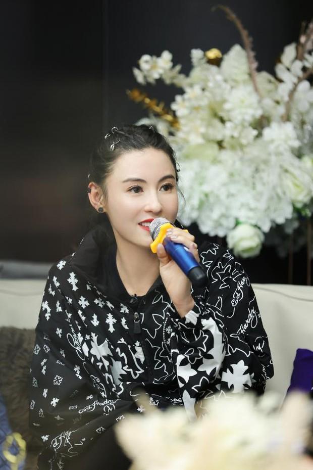 Giữa tin đồn Vương Phi sinh con ở tuổi 51, Trương Bá Chi bỗng có phát ngôn về Tạ Đình Phong nghe mà thấy xót xa - Ảnh 5.