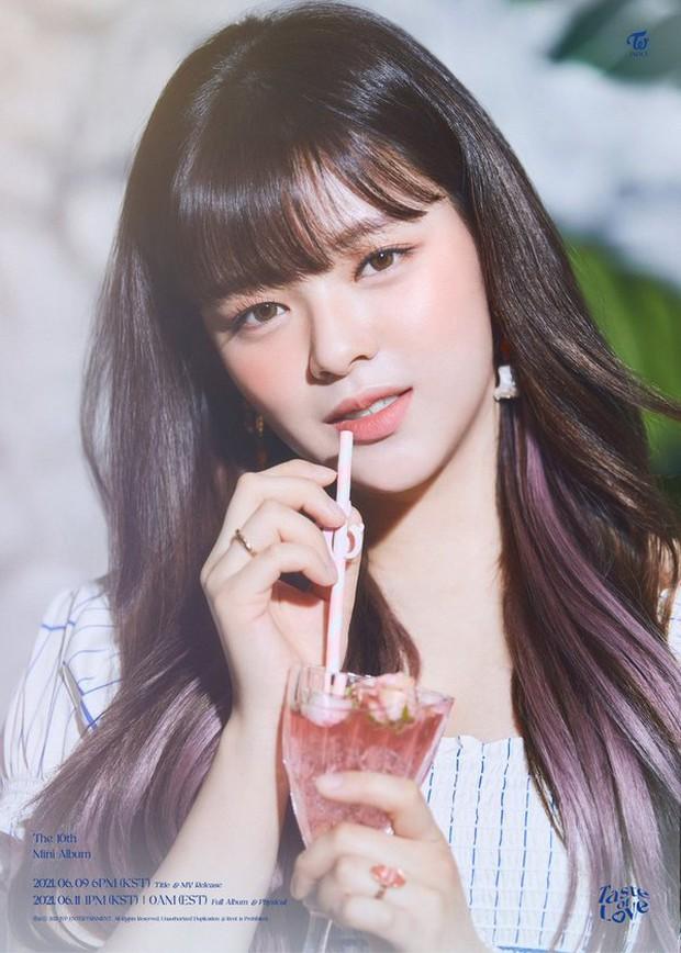 Jeongyeon (TWICE) lộ vẻ đau đớn vì chấn thương ở cổ khi diễn bài mới, fan vừa xót vừa trách JYP quá vô tâm! - Ảnh 7.