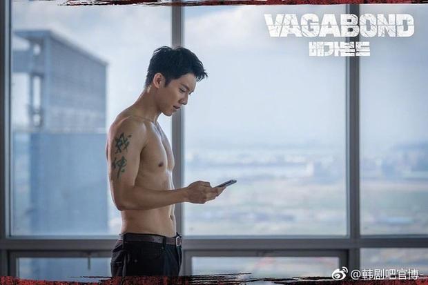 7 màn khoe body siêu mlem của nam thần màn ảnh Hàn, siêng cởi cỡ Park Seo Joon thì ai chịu cho nổi! - Ảnh 20.