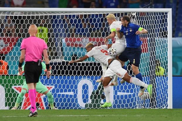 Xác định đội đầu tiên vượt qua vòng bảng Euro 2020: Đá hay không ai chịu nổi - Ảnh 3.