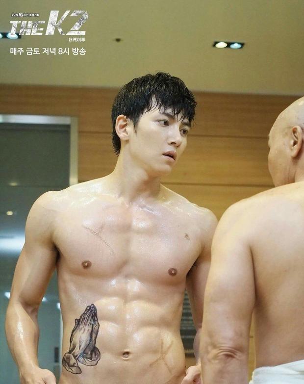 7 màn khoe body siêu mlem của nam thần màn ảnh Hàn, siêng cởi cỡ Park Seo Joon thì ai chịu cho nổi! - Ảnh 10.