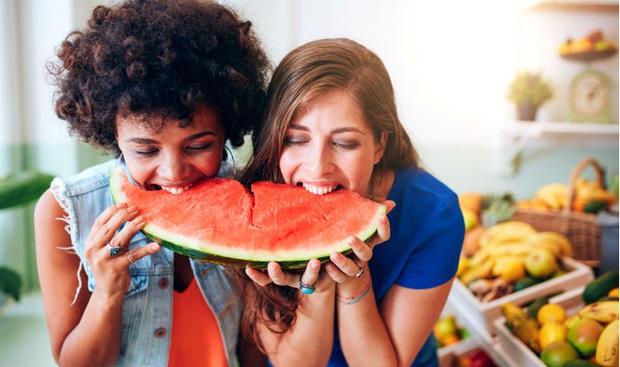 Tưởng đơn giản nhưng ăn dưa hấu kiểu này có ngày thận kêu cứu - Ảnh 3.