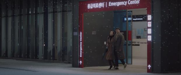 Hospital Playlist 2 tập 1 ngọt sâu răng, nhưng lời hồi âm của Song Hwa cho màn tỏ tình của Ik Jun lại đau xé lòng - Ảnh 2.
