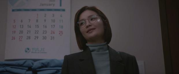 Hospital Playlist 2 tập 1 ngọt sâu răng, nhưng lời hồi âm của Song Hwa cho màn tỏ tình của Ik Jun lại đau xé lòng - Ảnh 15.