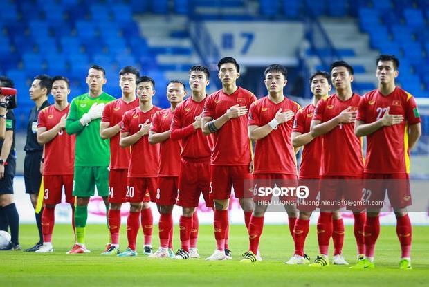 Phản ứng của 2 thủ môn nổi tiếng khi Việt Nam đá vòng loại: Văn Lâm đi comment khắp nơi, Bùi Tiến Dũng im hơi lặn mất tăm - Ảnh 1.