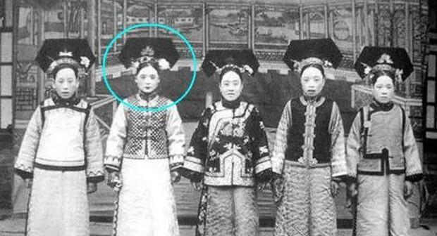 Nguyên mẫu nàng Hạ Tử Vi trong lịch sử: Nhan sắc cũng thuộc hàng mỹ nhân nhưng kết cục cuộc đời không đẹp như trong Hoàn Châu cách cách - Ảnh 2.