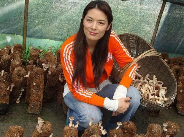 Đệ nhất người mẫu châu Á bị cắm sừng, bỏ chồng về quê làm ruộng và cuộc sống bất ngờ với tài sản 23.000 tỷ đồng - Ảnh 5.