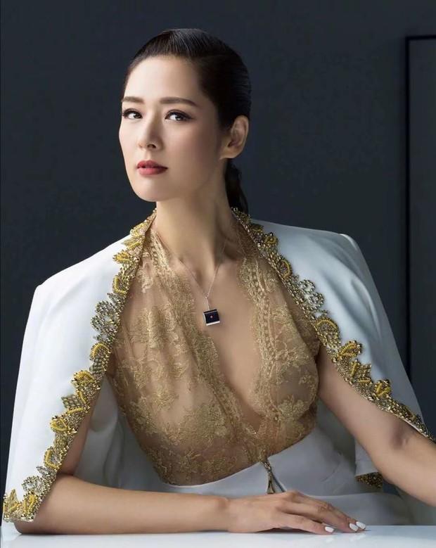 Đệ nhất người mẫu châu Á bị cắm sừng, bỏ chồng về quê làm ruộng và cuộc sống bất ngờ với tài sản 23.000 tỷ đồng - Ảnh 2.