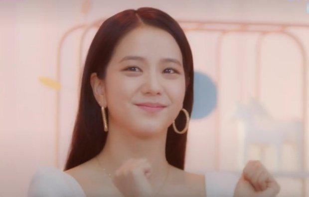 Jisoo bất ngờ spoil giai điệu bài mới của BLACKPINK, Jennie nhanh nhẹn suỵt một cái hú hồn! - Ảnh 2.
