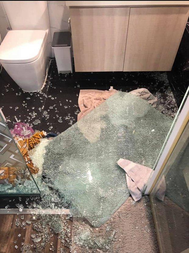 Kinh hoàng tai nạn vỡ kính cường lực nhà tắm: 90% gia chủ vội tháo bỏ mà không biết có giải pháp này - Ảnh 3.