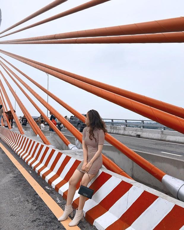 Sự thật đằng sau bức hình 3 cụ bà dân chơi ngồi ăn bánh mì, hóng gió trên cầu Cửa Hội (Nghệ An) gây xôn xao trên mạng - Ảnh 6.