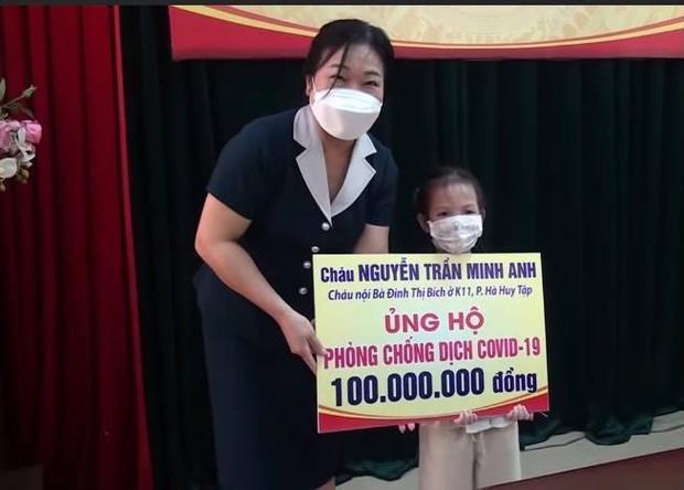 Bé gái 5 tuổi ủng hộ 100 triệu đồng cho quỹ phòng dịch Covid-19: Đây là khoản tiền dành để du lịch, học hè của bé trong 2 năm - Ảnh 1.