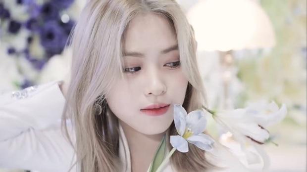 Góc ngược đời: Rõ ràng là khen visual gà cưng ITZY nhưng nhân viên JYP lại bị chỉ trích lươn lẹo? - Ảnh 4.