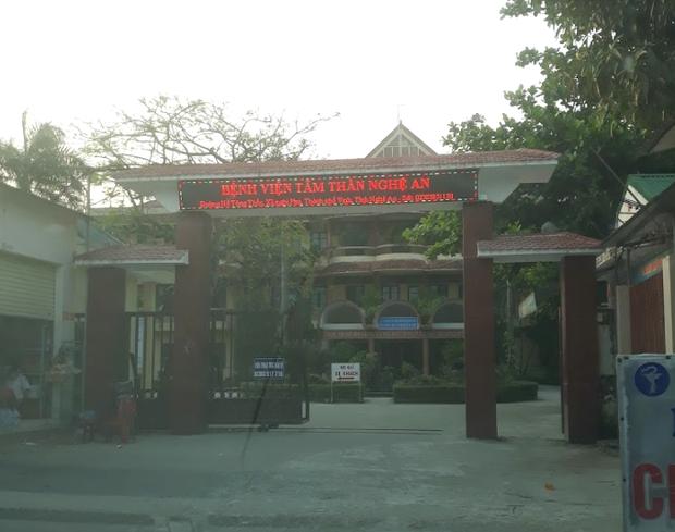 Nữ điều dưỡng Bệnh viện Tâm thần Nghệ An dương tính với SARS-CoV-2, phong tỏa cả khoa gần 100 người - Ảnh 1.