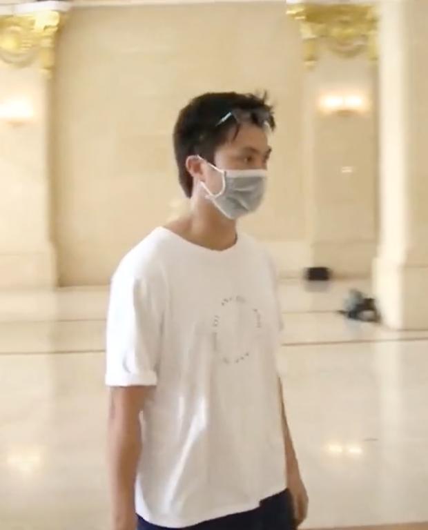 Clip chủ tịch Văn Toàn xuất hiện hệt như idol Kpop, Công Phượng đeo balo 20 triệu khi được gọi lên tuyển - Ảnh 4.