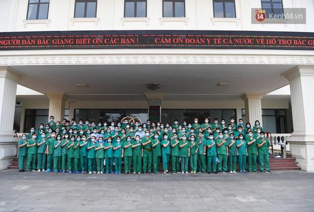 Đoàn y bác sĩ Quảng Ninh hoàn thành nhiệm vụ chi viện cho tâm dịch Bắc Giang, nhận bằng khen của Thủ tướng Chính phủ - Ảnh 8.