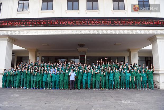 Đoàn y bác sĩ Quảng Ninh hoàn thành nhiệm vụ chi viện cho tâm dịch Bắc Giang, nhận bằng khen của Thủ tướng Chính phủ - Ảnh 1.