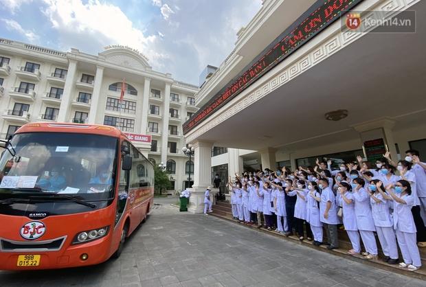 Đoàn y bác sĩ Quảng Ninh hoàn thành nhiệm vụ chi viện cho tâm dịch Bắc Giang, nhận bằng khen của Thủ tướng Chính phủ - Ảnh 14.