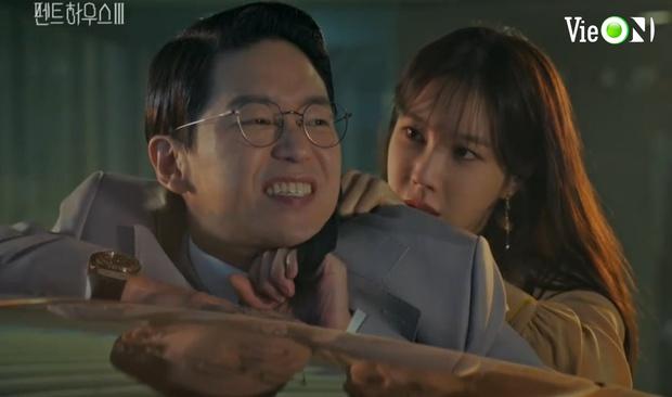 Ju Dan Tae lộ quá khứ giết người hàng loạt, bị kẻ thù tới tận nhà đòi mạng ở Penthouse 3 tập 3 - Ảnh 8.