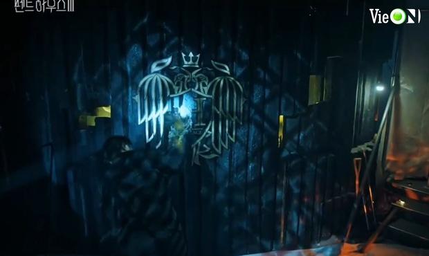 Ju Dan Tae lộ quá khứ giết người hàng loạt, bị kẻ thù tới tận nhà đòi mạng ở Penthouse 3 tập 3 - Ảnh 12.