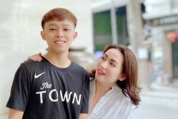 NS Hoài Linh và Phi Nhung bất ngờ lên sóng truyền hình VTC với chủ đề Nghệ sĩ và con nuôi: Ai nuôi ai? - Ảnh 6.