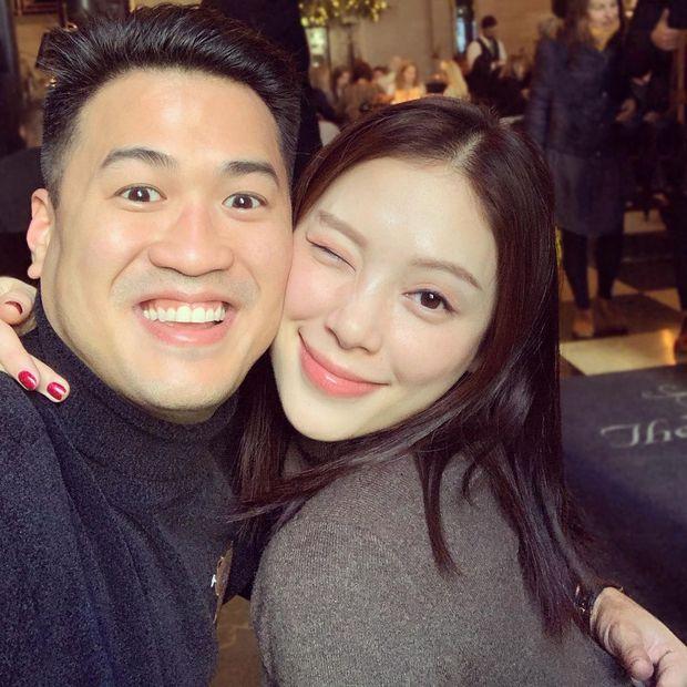 Thiếu gia nhà tỷ phú Johnathan Hạnh Nguyễn đăng ảnh chị ninja lạ mặt, hóa ra chính là bạn gái Linh Rin - Ảnh 1.