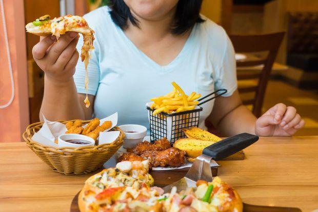 5 thói xấu trong việc ăn uống sẽ âm thầm phá hoại dạ dày mà rất nhiều người mắc phải - Ảnh 3.