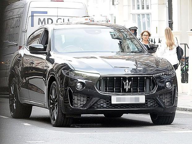 Con trai Beckham xuống phố sương sương với bạn thân ca sĩ, đã đẹp trai lại còn lái siêu xe bóng loáng hơn 2 tỷ dù mới 18 tuổi - Ảnh 8.