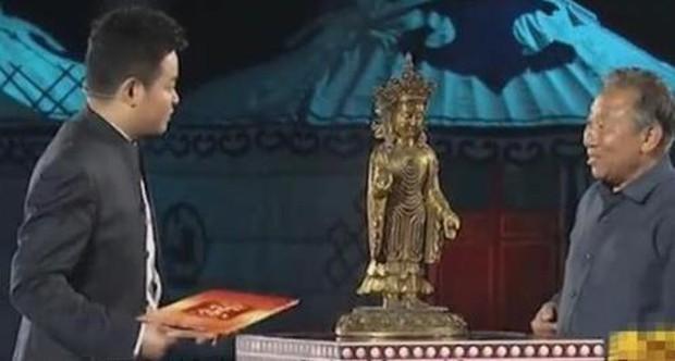 Ông chú mang tượng Phật gia truyền đi kiểm định, bị xác nhận là đồ giả bèn buông 1 câu khiến cả trường quay tâm phục khẩu phục - Ảnh 1.