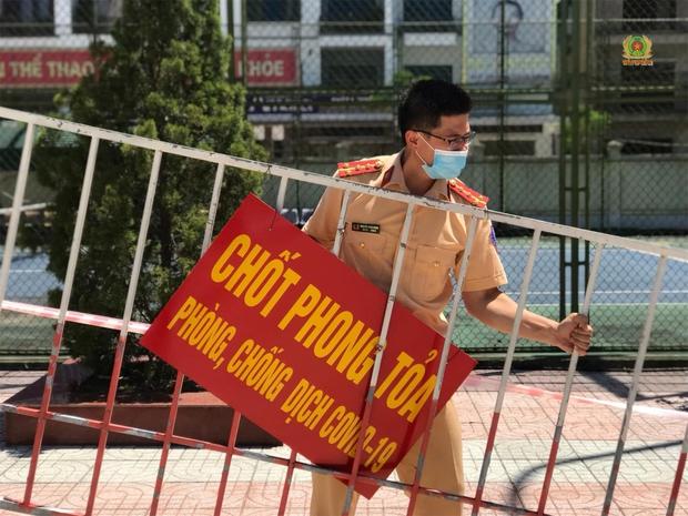 Dỡ bỏ cách ly y tế tại thành phố Hà Tĩnh, chuyển sang giãn cách theo Chỉ thị 15 - Ảnh 1.