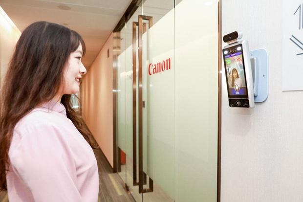 Camera AI cấp độ mới ở Trung Quốc: Nhân viên không cười không được bước vào phòng làm việc - Ảnh 2.