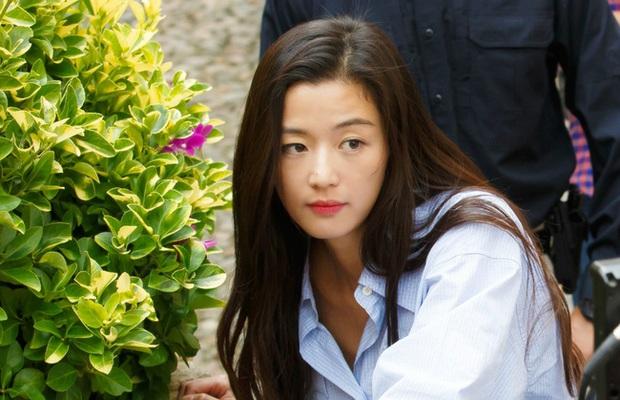 """Cặp đôi Cô Nàng Ngổ Ngáo sau 20 năm: Người thành """"mợ chảnh"""" đắt giá nhất màn ảnh Hàn, kẻ lao đao vì bê bối chấn động - Ảnh 5."""