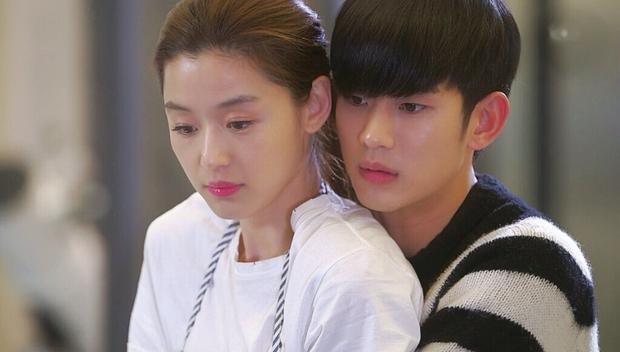 """Cặp đôi Cô Nàng Ngổ Ngáo sau 20 năm: Người thành """"mợ chảnh"""" đắt giá nhất màn ảnh Hàn, kẻ lao đao vì bê bối chấn động - Ảnh 4."""